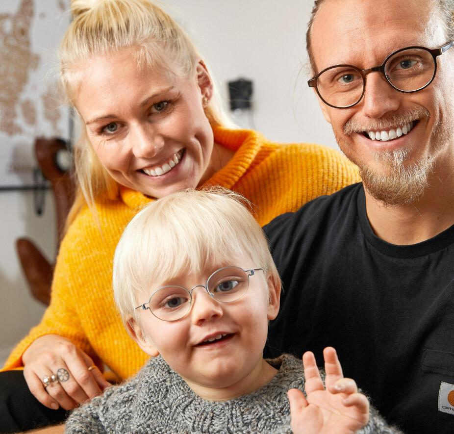 GLAD GUTT: Viggo er en glad gutt, og den tidlige diagnosen betyr at han har fått gode hjelpemidler til å kompensere for et dårlig syn.