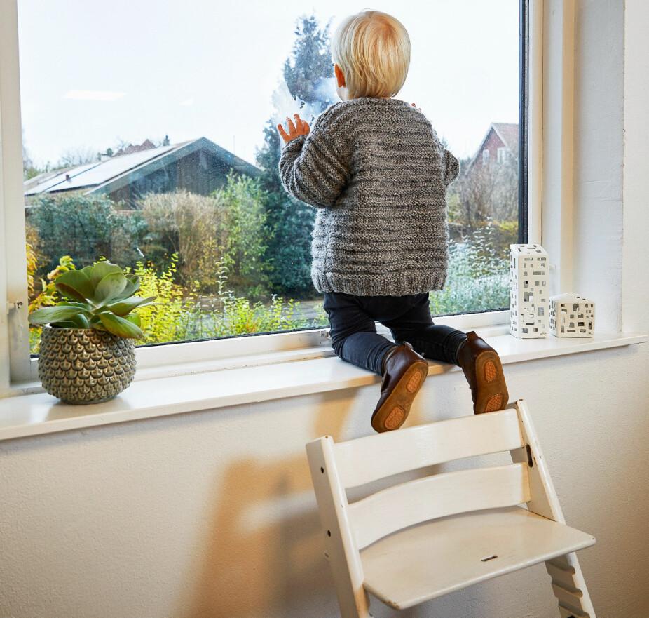 TØFFING: Viggo kjenner alle kriker og kroker hjemme, og klatrer og lever farlig som alle rastløse gutter.