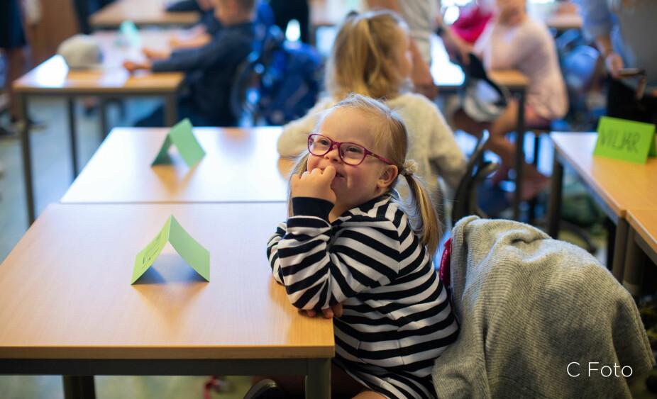 Skolejente: Stolt Milla som gleder seg til å begynne på skolen.
