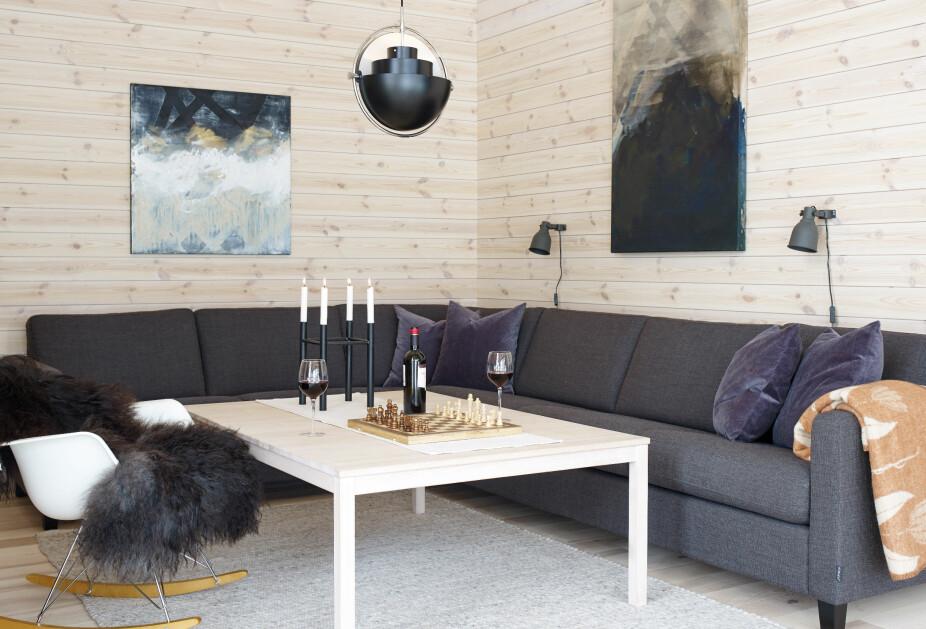 Kosekroken. Sofaen med ulltrekk er fra norske Formfin og kjøpt hos Helset Møbler på Hamar.