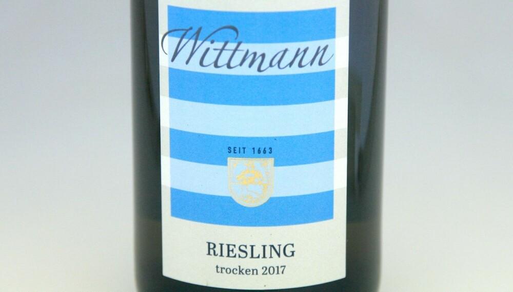 TIL SVINERIBBE OG PINNEKJØTT: Wittmann Riesling Trocken 2017.