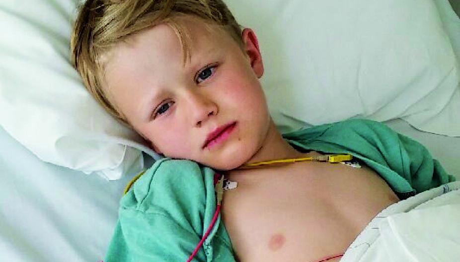SYK: Marcus ligger på barneintensiven på Rikshospitalet. Han finner seg i undersøkelser, stikk og slanger, helt uten skriking.