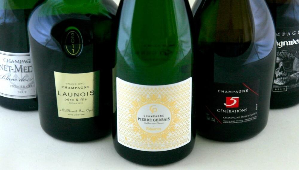 FORSKJELLIGE STILER: Fem champagner laget på fortskjellige druer og i forskjellige stiler.