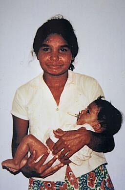 FØDT PÅ ET FJELL: Anja ble født på en fjelltopp i en vakker landsby på Sri Lanka. Mammaen hennes var alene, utstøtt av familien. Dette bildet er det eneste som eksisterer av Anja fra før hun kom til Norge.