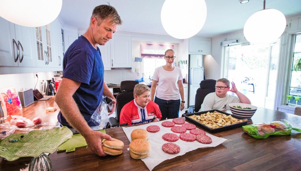 NÆRT FORHOLD: Pappa Bjørn Gunnar har et ekstra nært forhold til guttene sine.