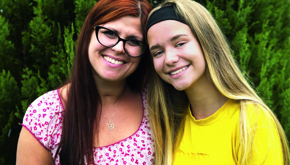 TUVA BETYR ALT: Monica og Tuva har et nært mor-datter forhold.
