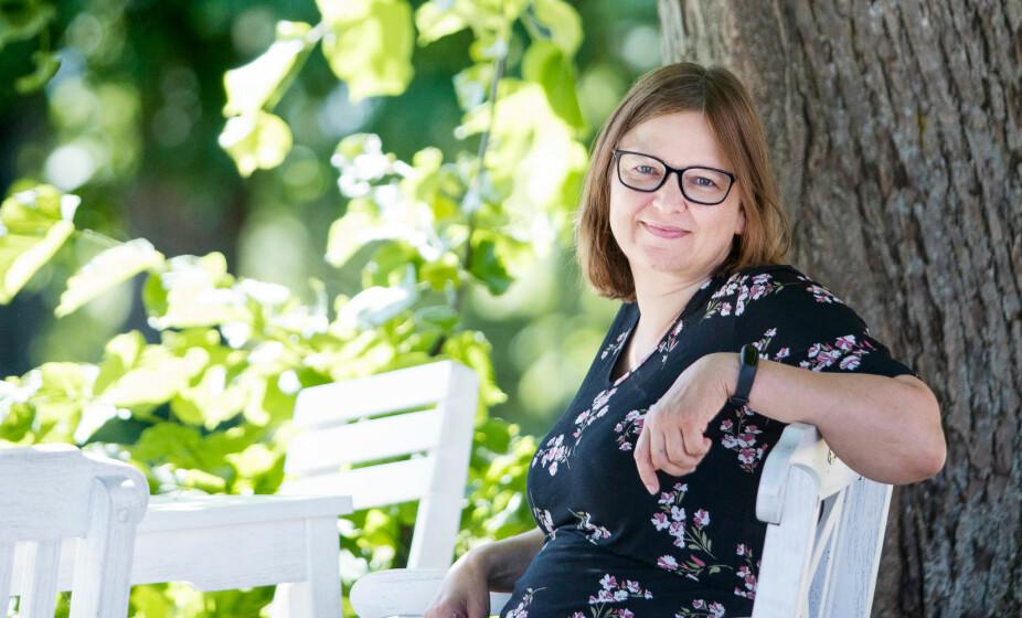 NY MIGRENE-MEDISIN: Laila Nordskog har vært plaget av migrene siden puberteten. Nå er hun med i et prøveprosjekt på ny type migrenemedisin.
