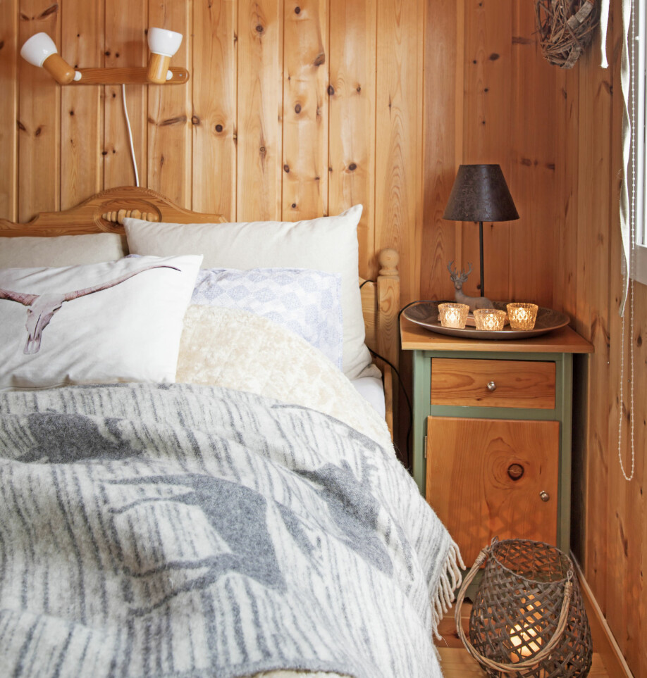 GOD START PÅ DAGEN: Det gode hyttelivet for Heidi er å våkne opp til morgensola gjennom soveromsvinduet.