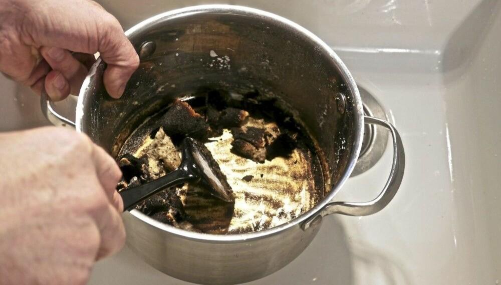 BAKEPULVER: Bakepulver og vann skal løse opp matrester i løpet av noen timer.