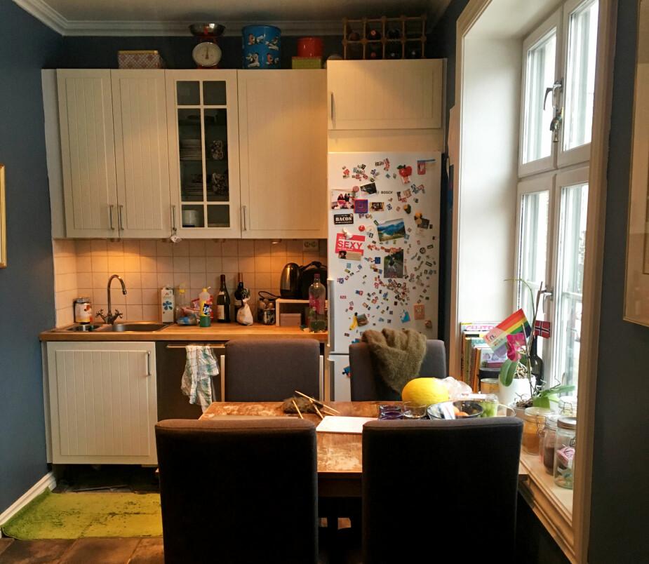 FØR: Plassen på det gamle kjøkkenet var dårlig utnyttet, og det var et veldig lite funksjonelt sted å lage mat. Rommet var mørkt og fremsto som mindre enn det var.