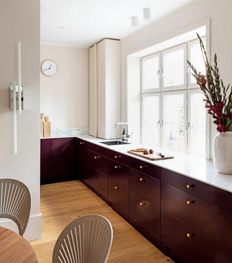 ETTER: Kjøkkenet har fått ny innrening og litt av veggen er tatt bort for å gi ny spiseplass.