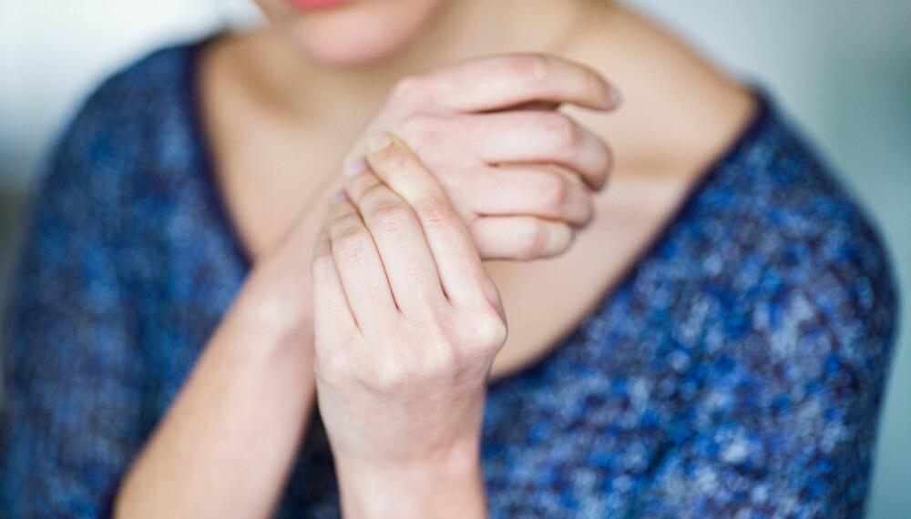 SMERTER I FINGERLEDD: Mange får artose i hender og fingerledd.