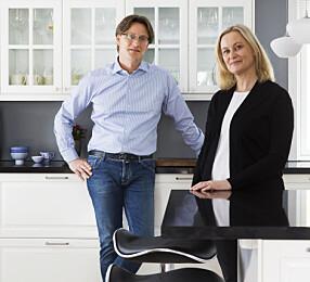 EIERNE:Mads Dahl og Karen Anne Kjendlie i Tønsberg er godt fornøyd med det nye kjøkkenet. Mads er husets kokk, og fikk velge hvitevarer, mens Karen Anne tok ansvar for fargepaletten.
