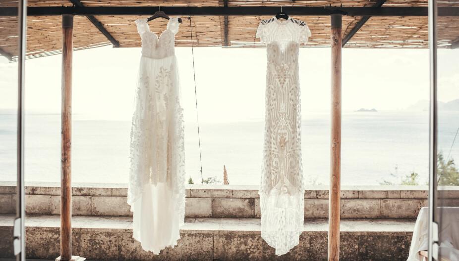 Bruden hadde to egen-designende kjoler på bryllupsdagen. Den ene som hun brukte under vielsen hadde blomsterapplikasjoner og bare skuldre. Kjolen har fått navnet «Emeline» og er nå en del av ByMalina sin brudekjolekolleksjon. Som kjole nummer to valgte Malin en kjole dekorert med steiner og var blytung. Den ble håndsydd i India.