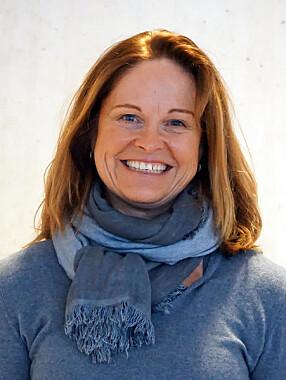 Bli hjemme. Det er helt naturlig at ungdom ikke ønsker å være med familien på hytta, sier Line L. Solberg, som har skrevet bok om å ha tenåringsbarn i hus.