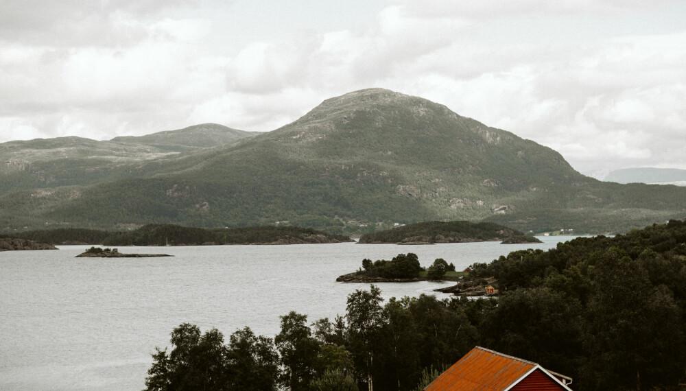 Vestlandsnatur, og brudens hjemsted.