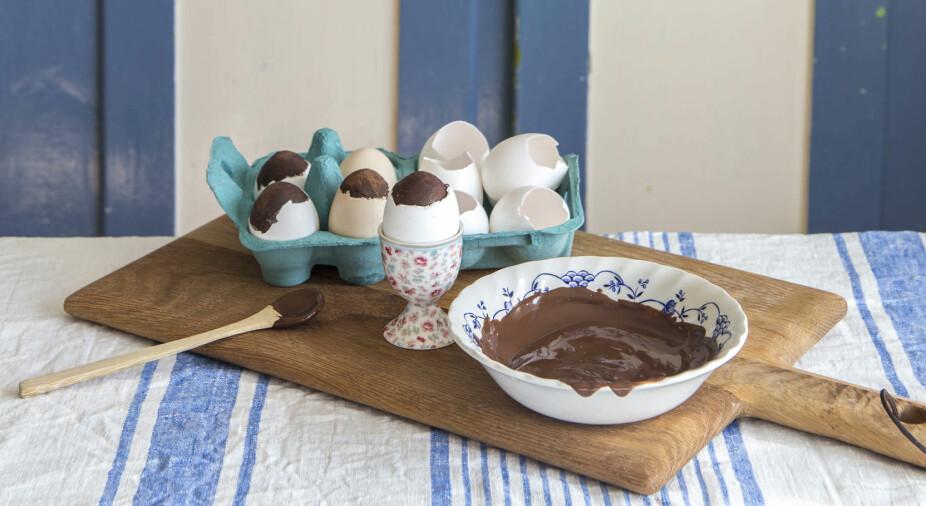 <b>PÅSKEKOS:</b> Sjokoladeeggene kan kanskje være en koselig markering av påskestart, eller ekstra kos på påskeaften. Disse er enkle å gjøre ferdig på forhånd, og holder seg lenge i kjøleskapet.
