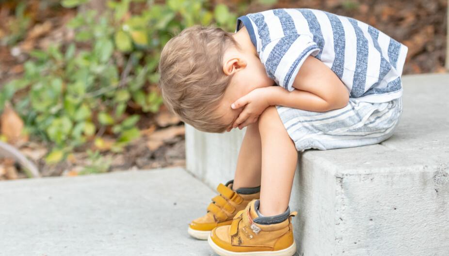 FORSTÅELSE OG AKSEPT: Barn trenger å føle at voksne har forståelse, og aksept, for det de føler. Dette er noe de aller fleste foreldre prøver å få til, men noen ganger kommer våre egne følelser i veien. Å unngå dette krever som oftest øving i å ikke la egne følelser ta overhånd.
