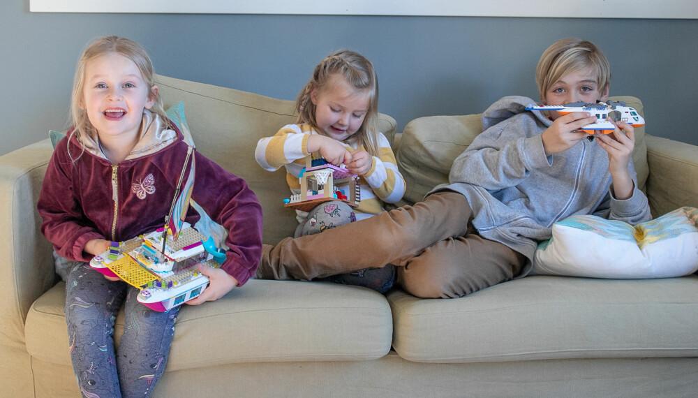 BYTTEDAG: Filippa, Linnea og Sander er med på lekebyttedager Da kan de gi bort ting de ikke bruker og får «nye», spennende leker i retur.