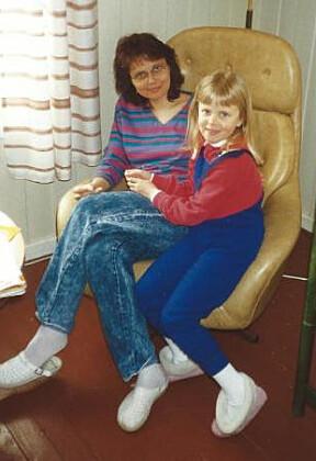 <b>NÆRE BÅND:</b> Cecilie og moren Toril har bestandig hatt et nært og godt forhold. Her fra Cecilie er syv år i 1995.