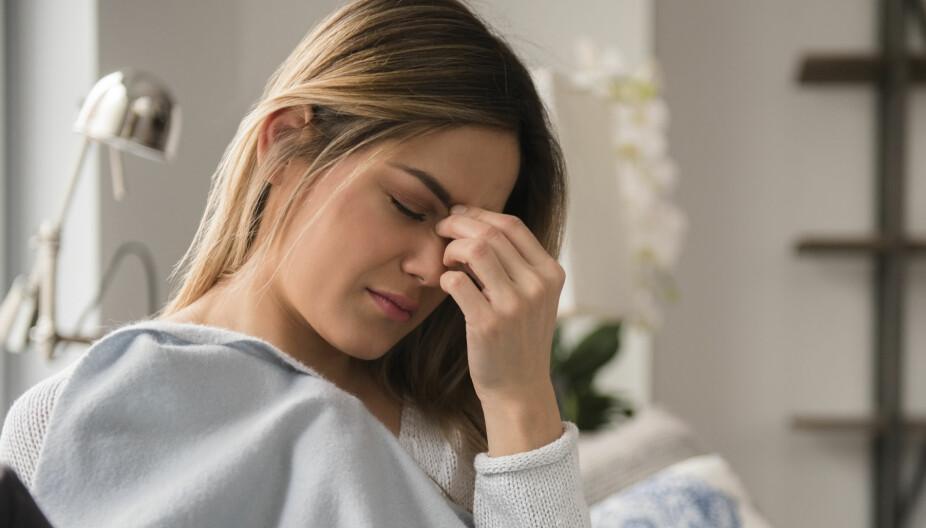 RAMMER FLEST KVINNER: Man skal ha hatt migreneanfall minst fem ganger før man kan få diagnosen. Det må også være utelukket at det ikke er andre årsaker til migrenen.