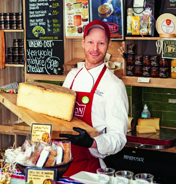 <b>LEVER DRØMMEN:</b> Jan-Arne driver nå Frogner Special, og samboer Inge er lykkelig for all osten han kjøper med seg hjem. Foto: Gry Traaen