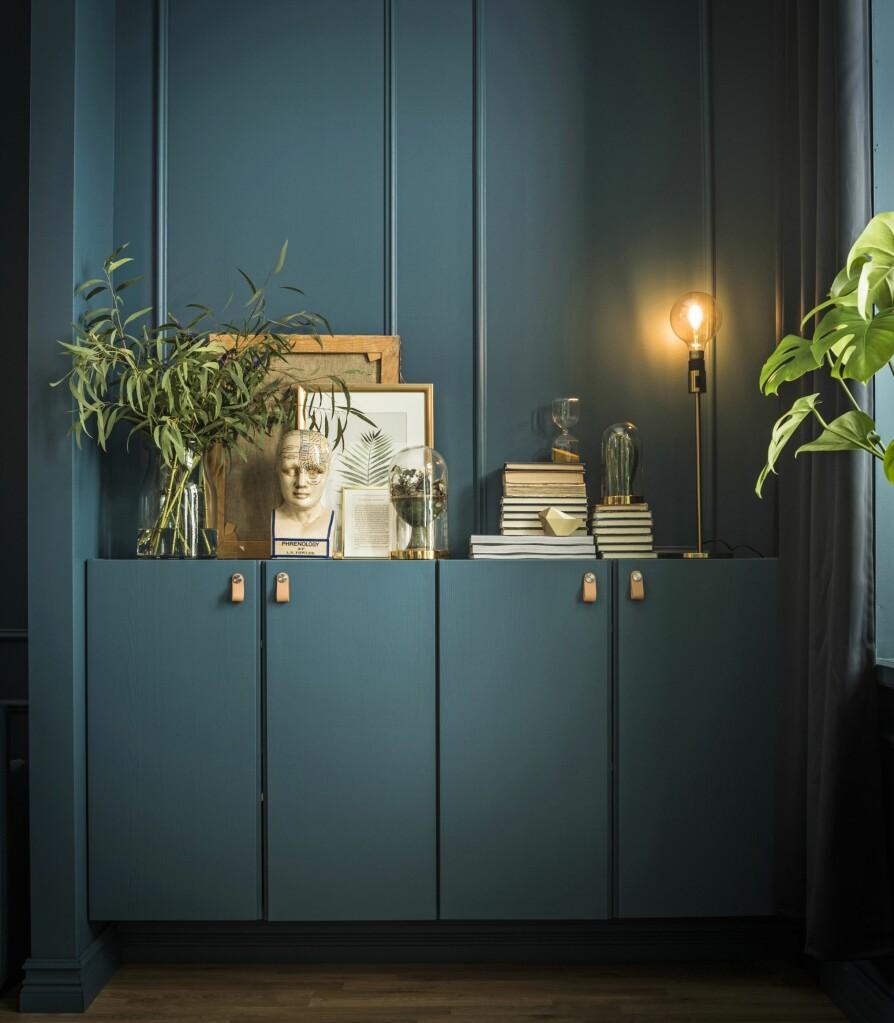 For å integrere eller skjule oppbevaringen slik at et rom fremstår rolig og behagelig, er det en god idé å male alt i samme farge.