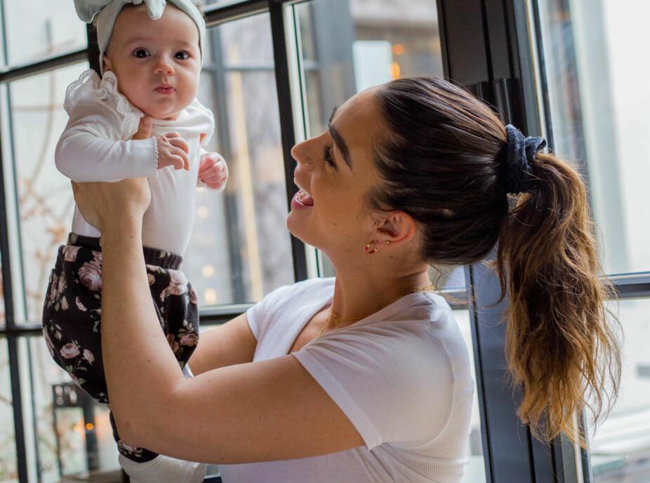 GLAD AMMA: Å bli mor for første gang var mindre skummelt enn Jamina først hadde trodd.