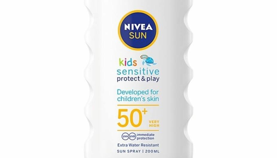 NIVEA SUN KIDS SENSITIVE PROTECT & PLAY LOTION SPF 50+: Får karakter B.