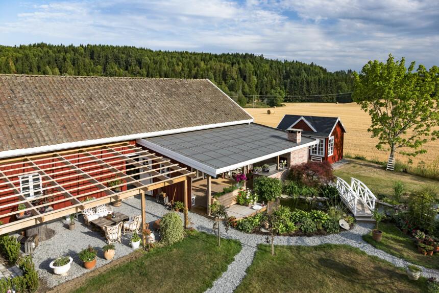 HAGESTUE MED OG UTEN TAK: Christine Strømsæther er heldig som har så stor hage hun kan lage så mye fint i. Men man kan bygge seg en liten hagestue i en mindre hage også.