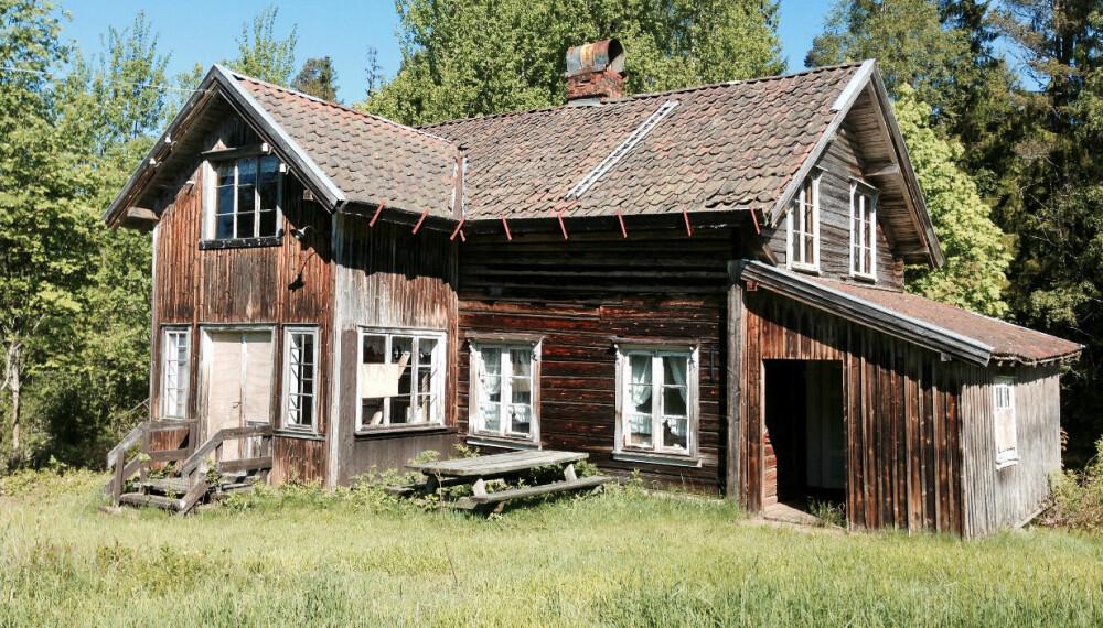 30 ÅRS FORFALL: – Jeg må ærlig innrømme at jeg fikk litt bakoversveis da jeg så hvor dårlig stand huset var i. Monica Fjeld var i tvil da hun første gang så den 300 år gamle gården på Finneskogen, men mannen hennes så potensialet. Og resultatet har blitt parets favorittplass.