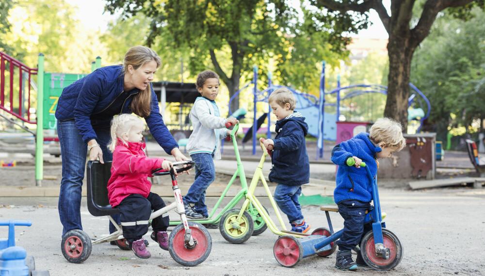 Bruk bilder: Hvis du har fått bilder eller informasjon fra barnehage, bruk det til å få i gang en samtale med barnet ditt.