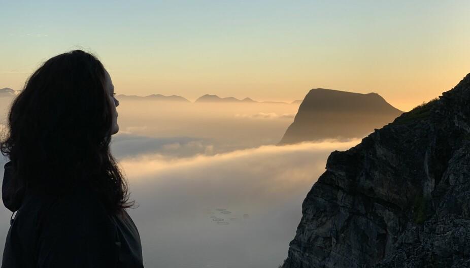 — Er det dårlig vær, er det likevel fint der opp, sier Cecilie som nyter utsikten fra fjelltoppene hun bestiger.