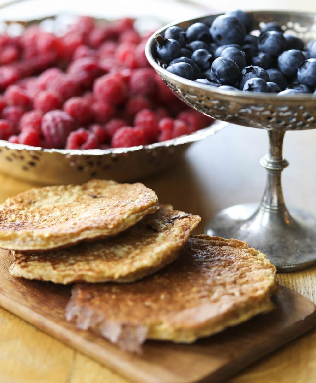 SOMMERSVELER: Om sommeren smaker hjemmebaksten med bær til som en fest.