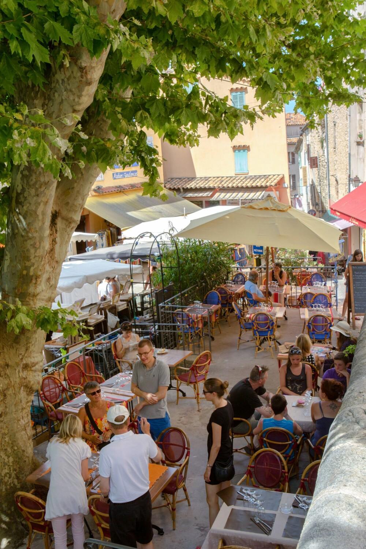 <b>MARKED:</b> Fayence er en av de mange vakre byene i området, matmarkedet er en fest for alle sanser. Foto:Nico Gomez