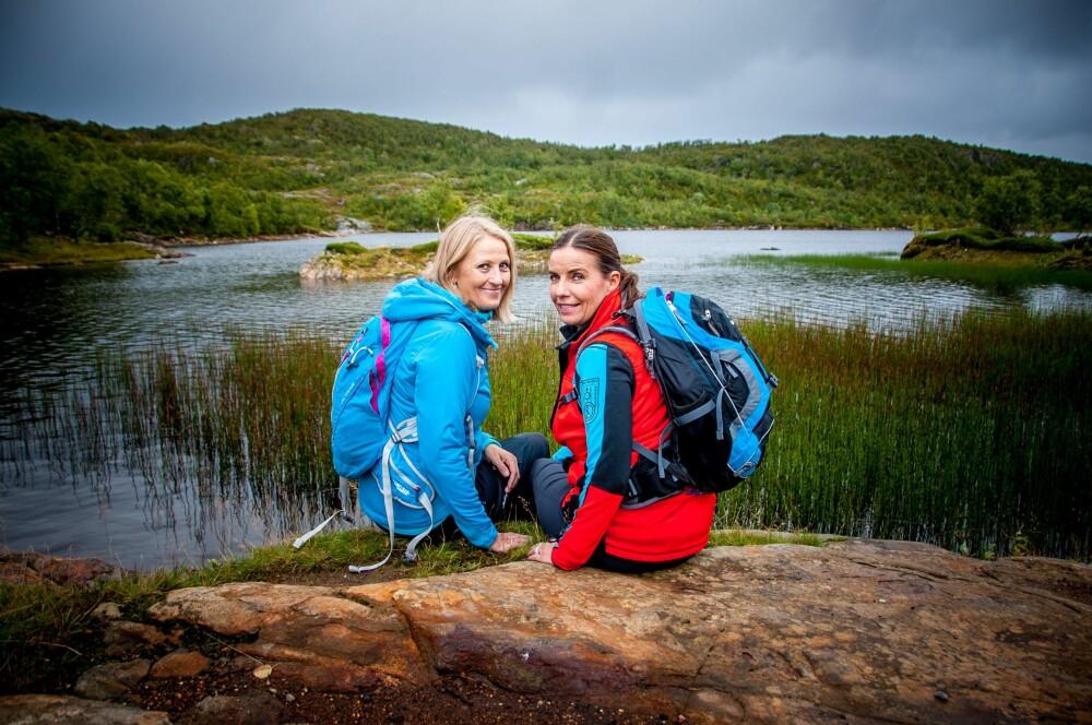 TRIVES I NATUREN: Hege og Kristin er begge glad i å være i aktivitet, aller helst går de tur ute i naturen..