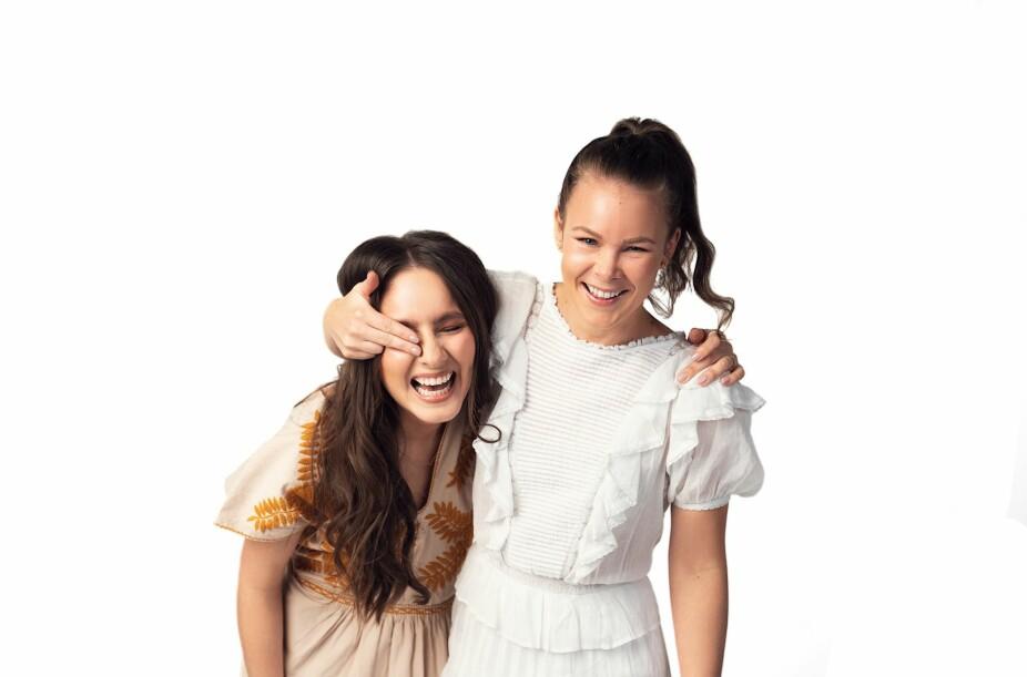 Sonia og Martine deler egne erfaringer med både humor og alvor.