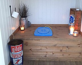 Ny hytte med utedo. Ellen Rydningen har en forholdsvis ny hytte med en koselig utedo.