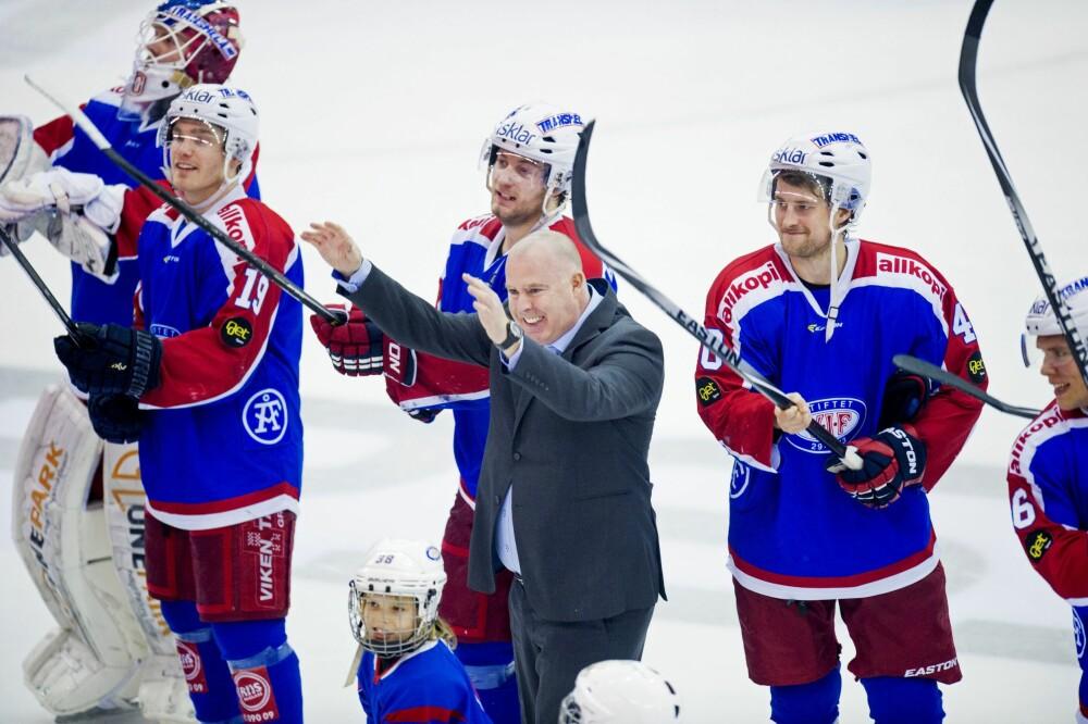 <b>ISKRIGER:</b> Gjennom TV-serien Iskrigerne ble mange kjent med Jan Tore Kjærs fargerike lederstil for Vålerenga Ishockey gjennom hele 18 år.