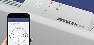 SMARTE PANELOVNER: De nye panelovnene kobles til det trådløse nettet i huset og kan styres via app og hjemmesentraler. Her viser Adax frem sin løsning.