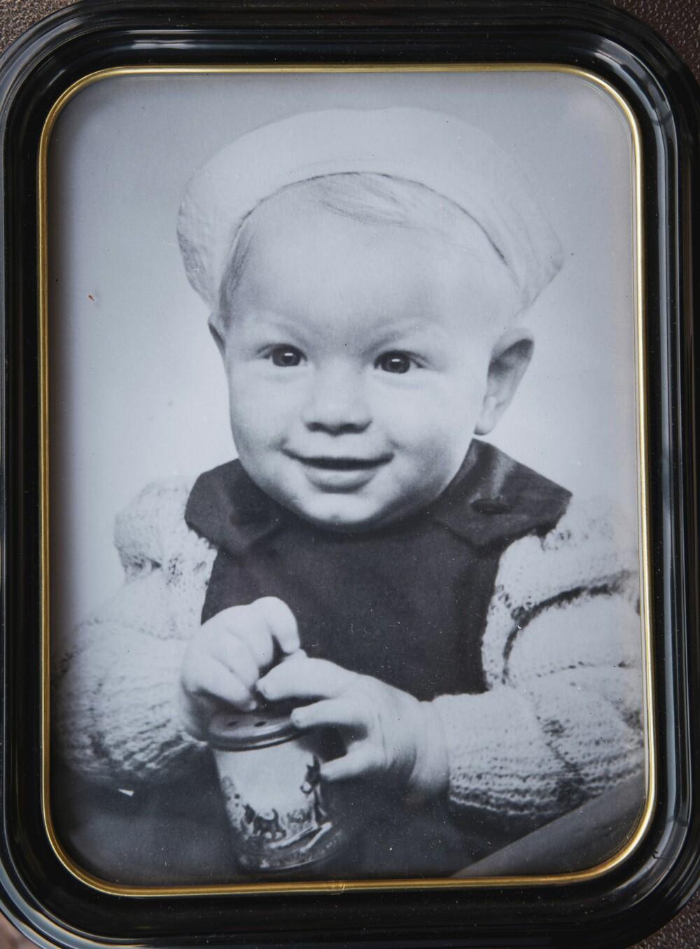<b>ENEBARNET:</b> Arnulf var ett år da dette bildet ble tatt. Han ønsket seg alltid søsken, slik som de andre hadde, men forble det eneste barnet til foreldrene Paulsen.