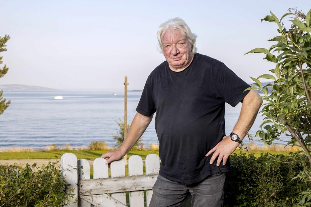 <b>FAVORITTUTSIKTEN:</b> – Jeg stortrives med å bo rett ved Mjøsa. Spesielt når sola skinner, forteller Arnulf Paulsen.