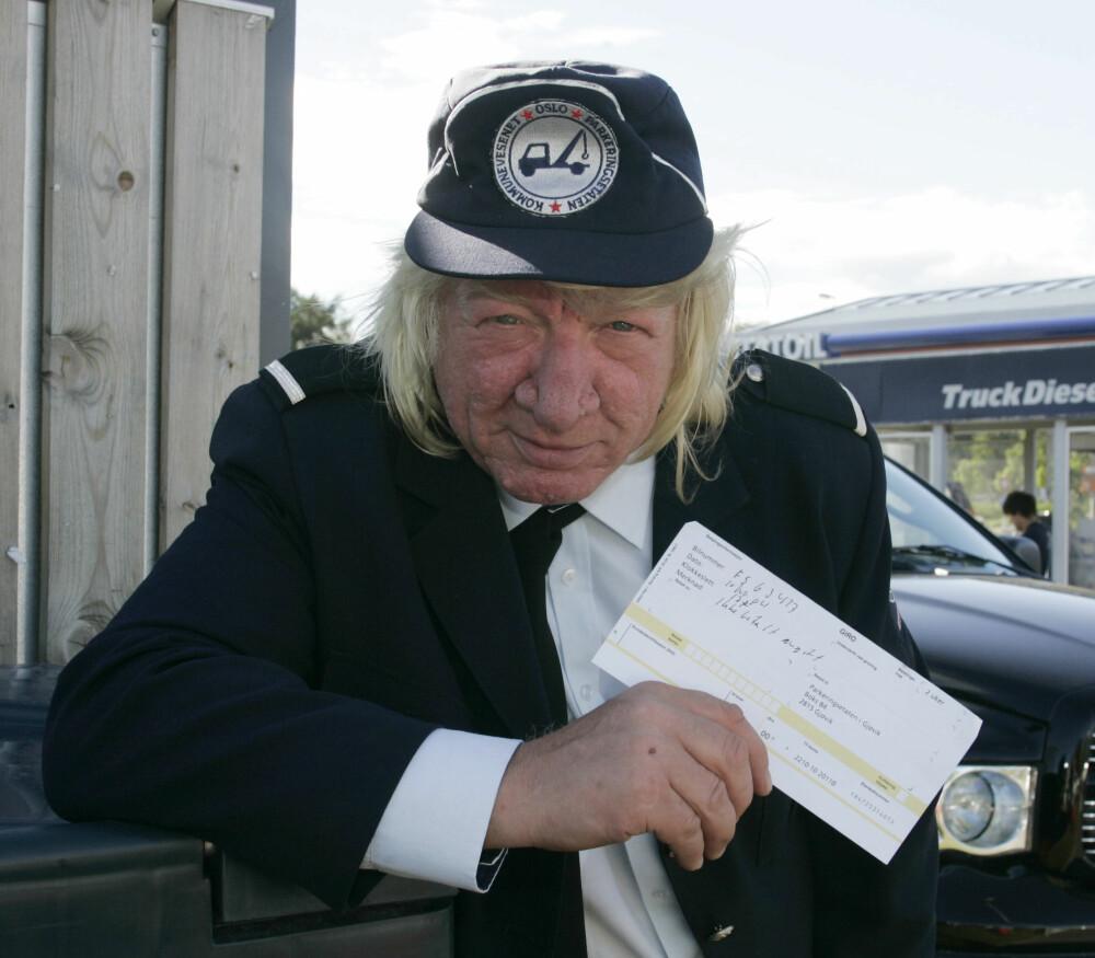 <b>ABLEGØYER:</b> I 2004 troppet Paulsen opp som parkeringsvakt på Gjøvik i samarbeid med Her og Nå, og skrev ut en sydenreise i bot til et lykkelig vinnerpar.