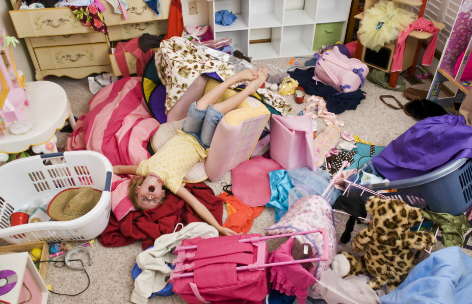 ROT: Barnerommet er et sted for lek og moro, men det kan bli for rotete. Ekspertene gir deg svaret på hvordan du skal få barna til å hjelpe til med å holde orden hjemme.
