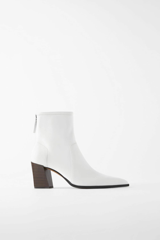 Hvite med spiss fra Zara, kr 899.
