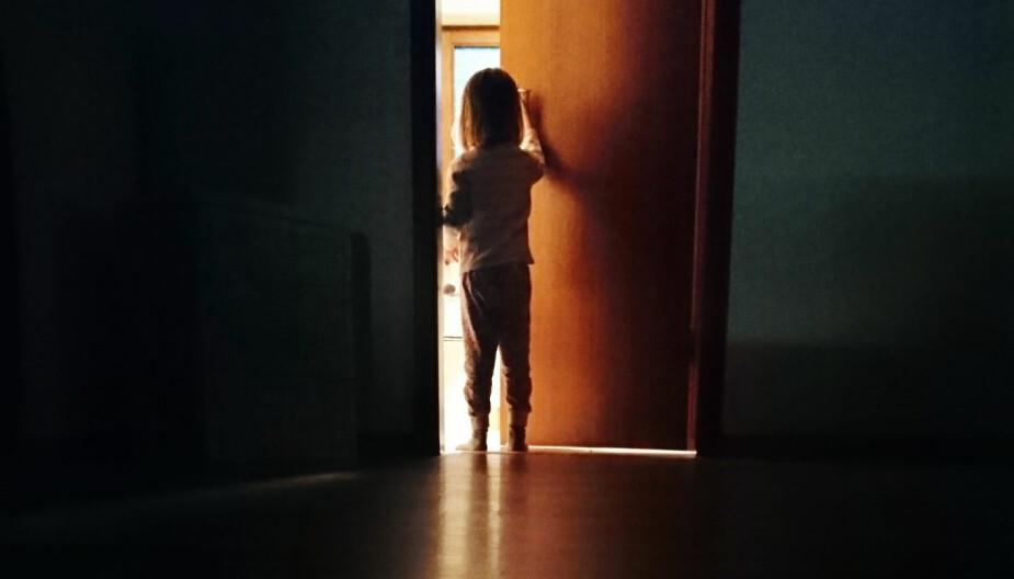SØVNGJENGER: Mange har opplevd å gå i søvne selv eller at barnet har gått i søvne. Hos 80 prosent av barna med søvngjengeri finnes det andre i slekten med den samme plagen skriver Folkehelseinstituttet.