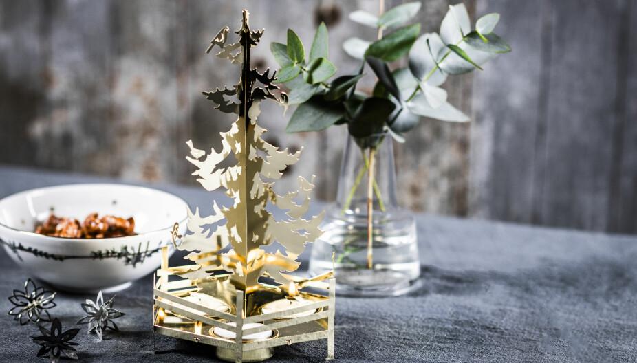 PREMIE: Denne vakre lysestaken har plass til tre lys og du kan enten vinne en lysestake i sølv eller en lysestake i gull.