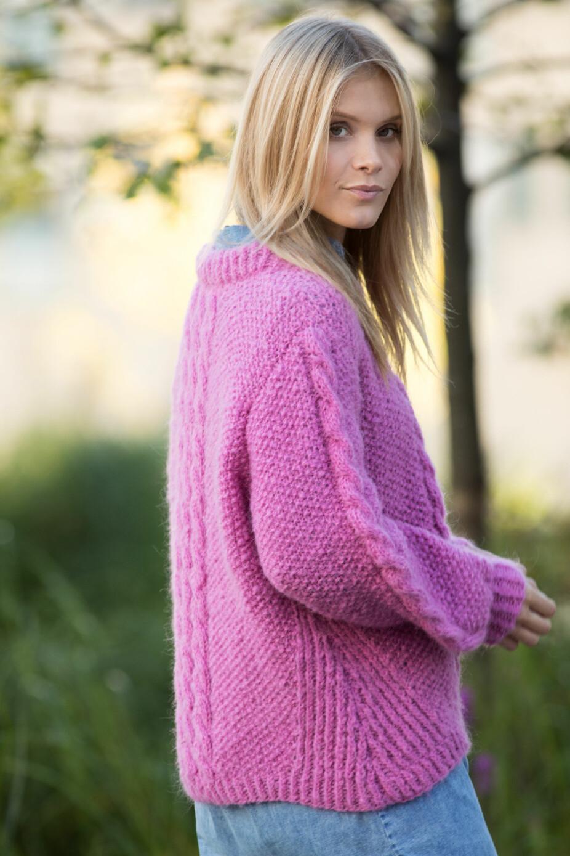 Nydelig genser med perlestrikk og fine detaljer.