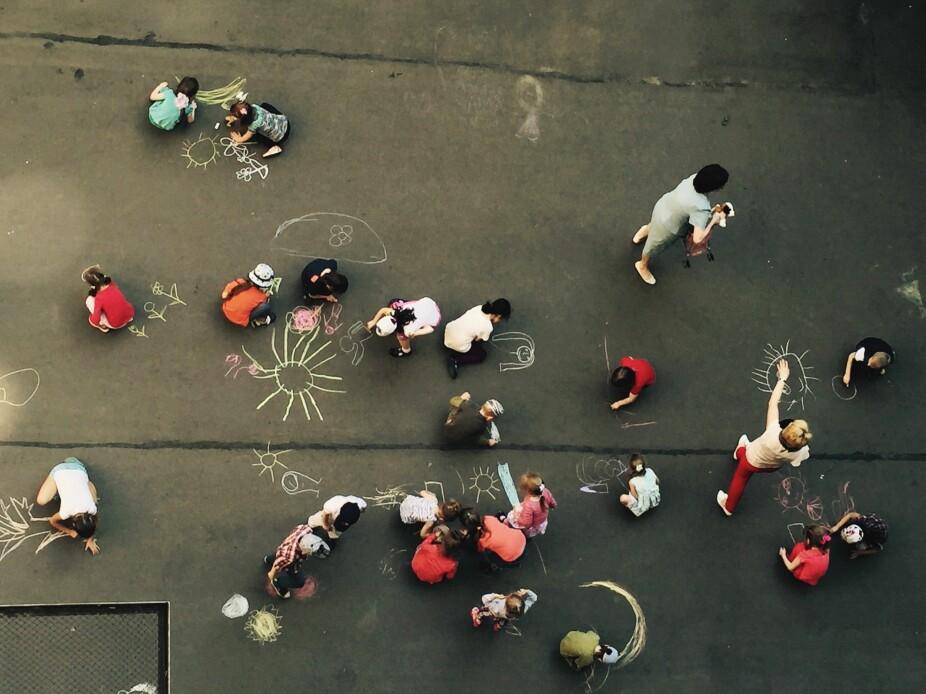 MANGE BARN: Det kan være vanskelig å få oversikt over mobbing når barna begynner på skolen.
