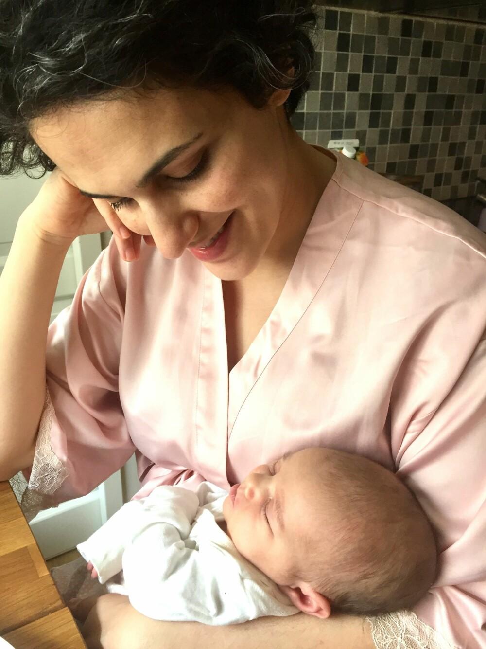 <b>NYTT LIV:</b> Soulmaz kjente på et stort savn etter moren sin da hun fødte barnet sitt i Norge. I Iran er familien tett på den første tiden etter fødselen.